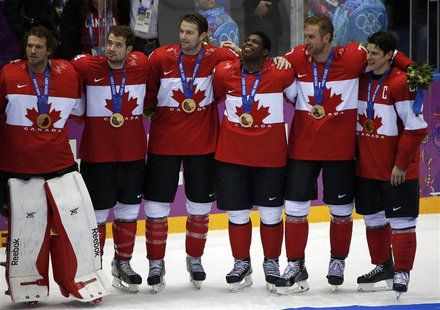 Canada's Sidney Crosby (R), Jeff Carter (2nd from R), P.K. Subban, (3rd from R) , goalie Mike Smith (L), Chris Kunitz (2nd from L) and Drew