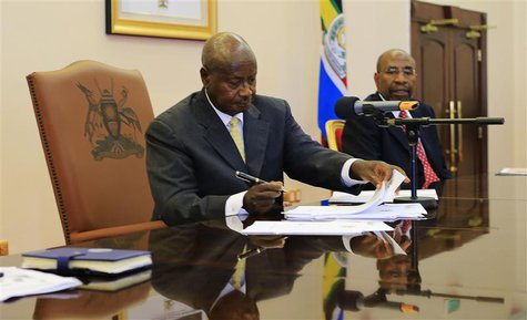 Uganda President Yoweri Museveni signs an anti-homosexual bill into law at the state house in Entebbe, 36 km (22 miles) south west of capita