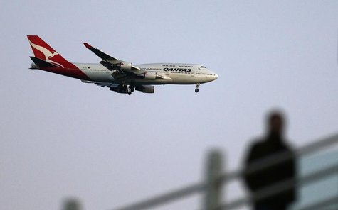 A Qantas Boeing 747 prepares to land at Kingsford Smith international aiport in Sydney August 20, 2013. REUTERS/Daniel Munoz