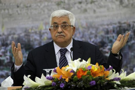 Palestinian President Mahmoud Abbas gestures during a news conference in the West Bank city of Ramallah November 16, 2012. REUTERS/Mohamad T