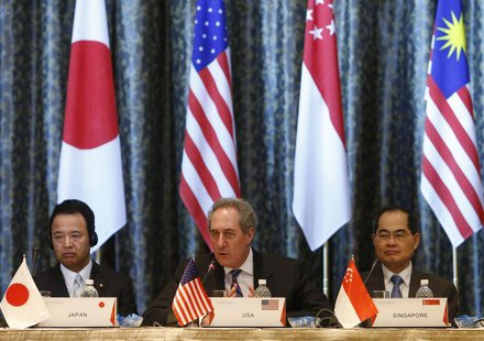 U.S. Trade Representative Michael Froman (C) speaks next to Japan's Economics Minister Akira Amari (L) and Singapore's Trade Minister Lim Hn