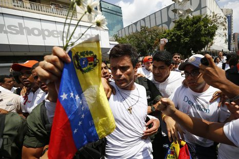Venezuelan opposition leader Leopoldo Lopez is escorted by supporters before handing himself over in Caracas February 18, 2014. REUTERS/Jorg