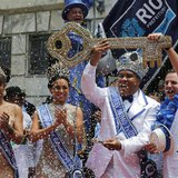 Rio de Janeiro's Mayor Eduardo Paes (R) hands over the city's ceremonial key to the Rei Momo, or Carnival King Wilson Neto (2nd R) at Cidade
