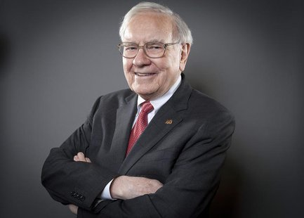 Warren Buffett, Chairman of the Board and CEO of Berkshire Hathaway, poses for a portrait in New York October 22, 2013. REUTERS/Carlo Allegr