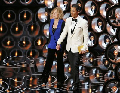 Presenters Matthew McConaughey and Kim Novak present at the 86th Academy Awards in Hollywood, California March 2, 2014. REUTERS/Lucy Nichols