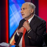 Billionaire activist-investor Carl Icahn gives an interview on FOX Business Network's Neil Cavuto show in New York February 11, 2014. REUTER