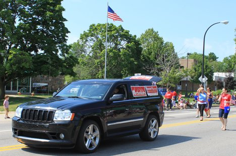 Michigan Legislature senator Rebekah Warren waves to the crowd in the 2011 Ypsilanti Independence Day Parade, July 4, Michigan Avenue, Ypsilanti, Michigan. (Courtesy Wikimedia Commons.)