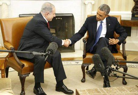 Israel's Prime Minister Benjamin Netanyahu (L) shakes hands with U.S. President Barack Obama as they sit down to meet in the Oval Office of the White House in Washington March 3, 2014.  CREDIT: REUTERS/JONATHAN ERNST
