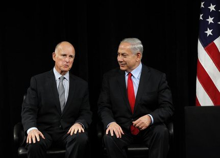 Israel's Prime Minister Benjamin Netenyahu (R) and California Governor Jerry Brown talk prior to their speeches at the Computer History Muse