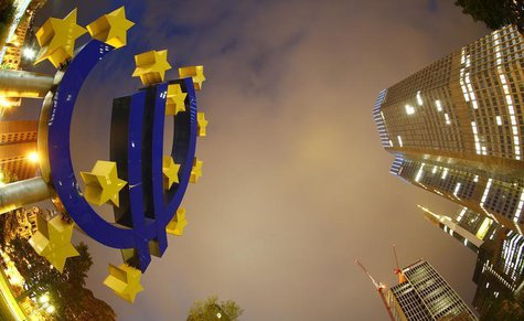 The euro sign landmark is seen at the headquarters (R) of the European Central Bank (ECB) in Frankfurt September 2, 2013. REUTERS/Kai Pfaffe