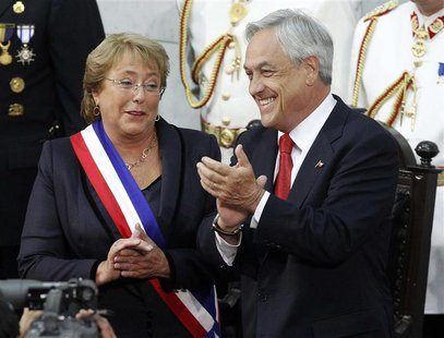 Chile's President Michelle Bachelet (L) and outgoing President Sebastian Pinera applaud after Bachelet was sworn in to office in Valparaiso,