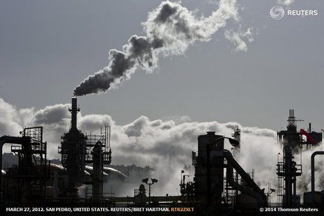 Smoke is released into the sky at the ConocoPhillips oil refinery in San Pedro, California March 24, 2012 file photo. REUTERS/Bret Hartman