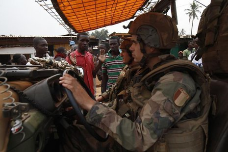 Angry young men complain to French soldiers on patrol in the pro-Christian area of Bangui February 15, 2014. REUTERS/Luc Gnago