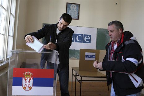 People cast their votes at a polling station during Serbian elections in Kosovo's town of Mitrovica March 16, 2014. REUTERS/Bojan Slavkovic