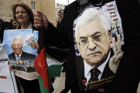 Palestinians hold posters depicting President Mahmoud Abbas during a rally in the West Bank town of Bethlehem March 17, 2014. REUTERS/Ammar