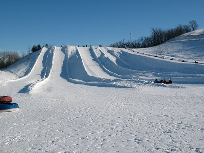 Tubing hill at Great Bear Ski Valley in Sioux Falls, SD - Wikimedia Commons photo by Jake DeGroot