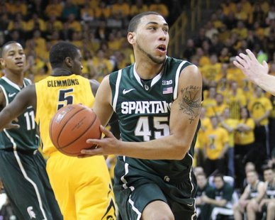 Denzel Valentine (45) and the Michigan State Spartans play the Michigan Wolverines on Sunday in the Big Ten Tournament final. (Photo : Reuters)