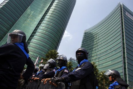 Riot police officers stand guard as anti-government protesters gather during a rally outside the Ministry of Energy in Bangkok March 6, 2014