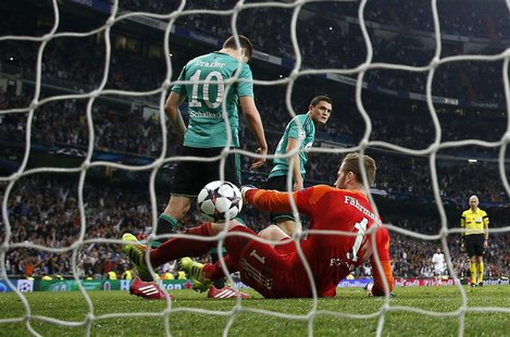 Schalke 04's goalkeeper Ralf Fahrmann, Julian Draxler (L) and Kyriakos Papadopoulos react after Real Madrid's third goal scored by Alvaro Mo