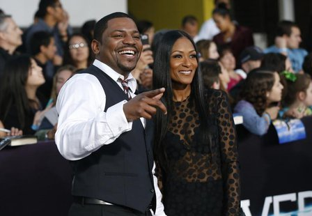 "Cast member Mekhi Phifer and his wife Reshelet Barnes pose at the premiere of ""Divergent"" in Los Angeles, California March 18, 2014. REUTERS"