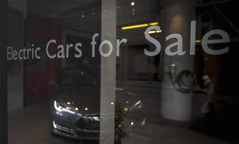 The Tesla New York City store is seen in the Chelsea neighborhood of New York March 19, 2014. REUTERS/Brendan McDermid