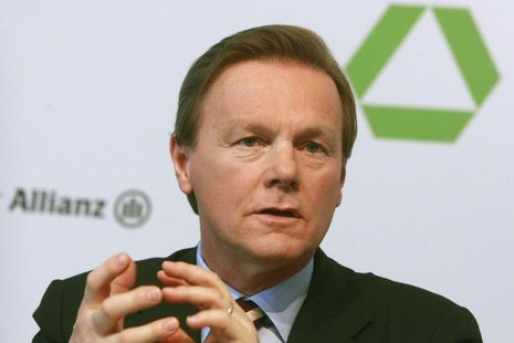 Herbert Walter, CEO of Dresdner Bank, gestures during the annual news conference in Frankfurt February 25, 2008 in this file picture. REUTER