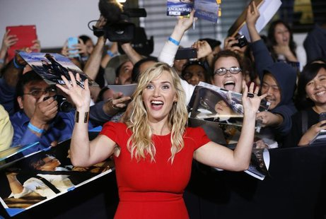 "Cast member Kate Winslet poses with fans at the premiere of ""Divergent"" in Los Angeles, California, March 18, 2014. The movie opens in the U"