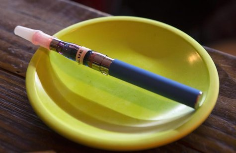 An e-cigarette sits in a tray on the bar at the Henley Vaporium in New York City December 18, 2013. REUTERS/Mike Segar