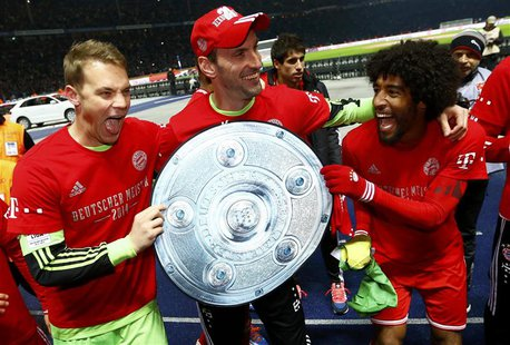Bayern Munich's goalkeepers Manuel Neuer and Tom Starke (C) hold a mock German soccer championship trophy with Dante (R) as they celebrate w