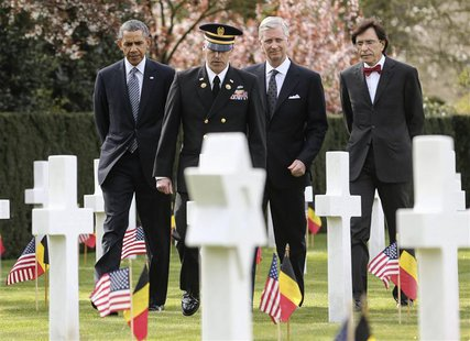 U.S. President Barack Obama (L), Belgium's King Philippe (2nd R) and Belgium's Prime Minister Elio Di Rupo (R) visit the Flanders Field Amer