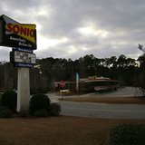 Sonic restaurant outside of Voldosta, GA By Michael Rivera (Own work) [CC-BY-SA-3.0 (http://creativecommons.org/licenses/by-sa/3.0)], via Wikimedia Commons