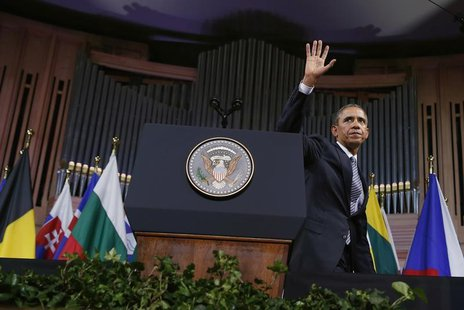 U.S. President Barack Obama waves after delivering a speech at Palais des Beaux-Arts (BOZAR) in Brussels, Belgium March 26, 2014. REUTERS/Ke