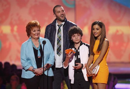 "(L-R) Actors from Nickelodeon's television program ""Sam & Cat,"" Maree Cheatham, Zoran Korach, Cameron Ocasio and Ariana Grande, accept the f"