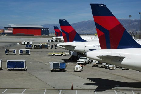 Delta planes line up at their gates while on the tarmac of Salt Lake City International Airport in Utah September 28, 2013. REUTERS/Lucas Ja