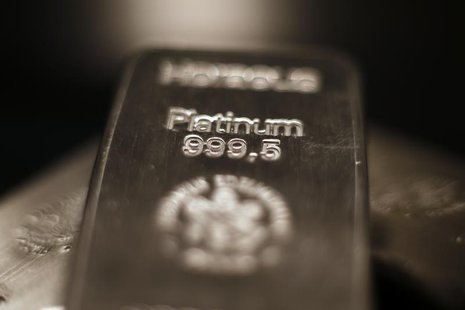 Platinum bars are seen in Munich March 6, 2014. REUTERS/Michael Dalder