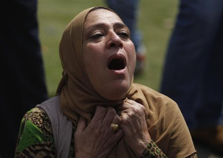A woman cries and screams after an explosion, which was followed by two further blasts, in front of Cairo University April 2, 2014. REUTERS/