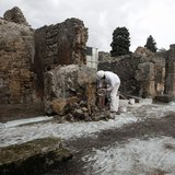 A restorer works in the ancient Roman city Pompeii, which was buried in AD 79 by an eruption of the Vesuvius volcano, February 6, 2013. REUT