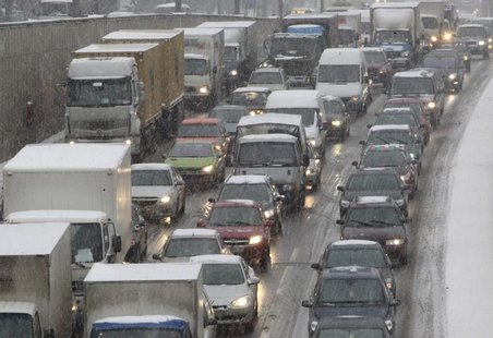 Cars and trucks are stuck in a traffic jam during a snowfall in Moscow December 4, 2012. REUTERS/Sergei Karpukhin