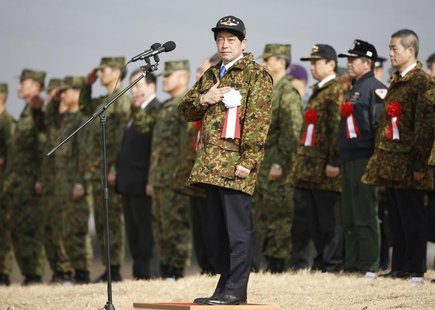 Japan's Defence Minister Itsunori Onodera (C) reviews troops from the Japanese Ground Self-Defense Force 1st Airborne Brigade during an annu