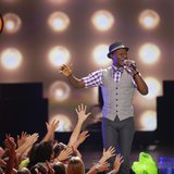 "Aloe Blacc performs ""Wake Me Up"" and ""The Man"" at the 27th Annual Kids' Choice Awards in Los Angeles, California March 29, 2014. REUTERS/Mar"