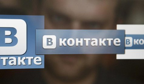 A man looks at a computer screen showing logos of Russian social network VKontakte in an office in Moscow May 24, 2013. REUTERS/Sergei Karpu