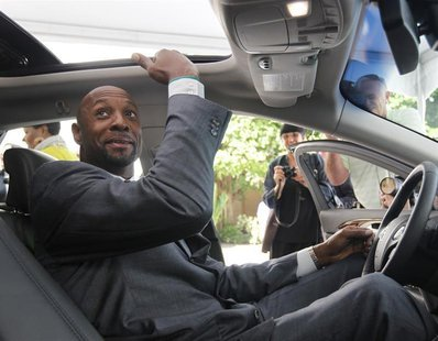 Miami Heat executive and former National Basketball Association player Alonzo Mourning checks the headroom in the new Lincoln MKZ premium mi