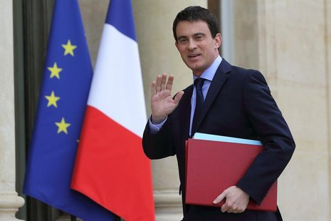 France's Prime Minister Manuels Valls arrives for the first cabinet meeting of the new government at the Elysee Palace in Paris, April 4, 20