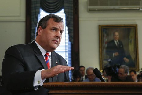 New Jersey Governor Chris Christie speaks during a news conference in Trenton, New Jersey March 28, 2014. REUTERS/Eduardo Munoz