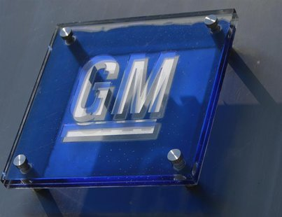 The General Motors logo is seen outside its headquarters at the Renaissance Center in Detroit, Michigan August 25, 2009. REUTERS/Jeff Kowals