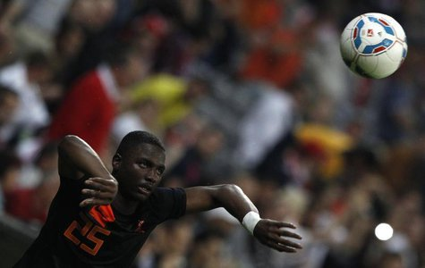 Netherlands Jetro Willems plays the soccer ball during a friendly soccer match against Bayern Munich in Munich May 22, 2012. REUTERS/Michael