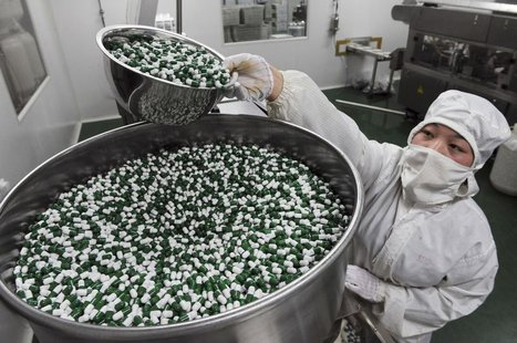 A worker packs Chinese patent capsules the medicine which tops the list of a Diagnosis and treatment scheme for human contracted H7N9 virus