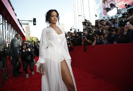 Singer Rihanna arrives at the 2014 MTV Movie Awards in Los Angeles, California April 13, 2014. REUTERS/Lucy Nicholson (UNITED STATES - Tags: