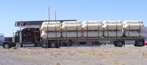 Photo of a propane tank transport. (By J.smith at en.wikipedia (Transferred from en.wikipedia) [CC-BY-SA-3.0 (http://creativecommons.org/licenses/by-sa/3.0)], from Wikimedia Commons)