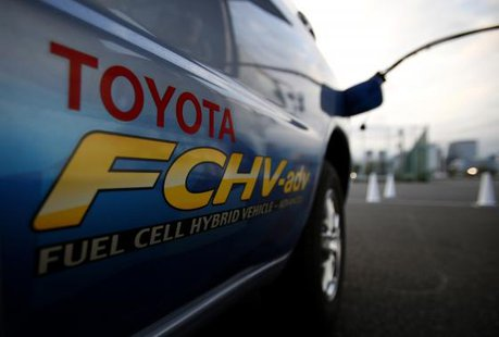 A hydrogen nozzle is plugged into a Toyota Fuel Cell Hybrid Vehicle during the Toyota Advanced Technologies media briefing in Tokyo in this October 10, 2013 file photo.  CREDIT: REUTERS/YUYA SHINO/FILES